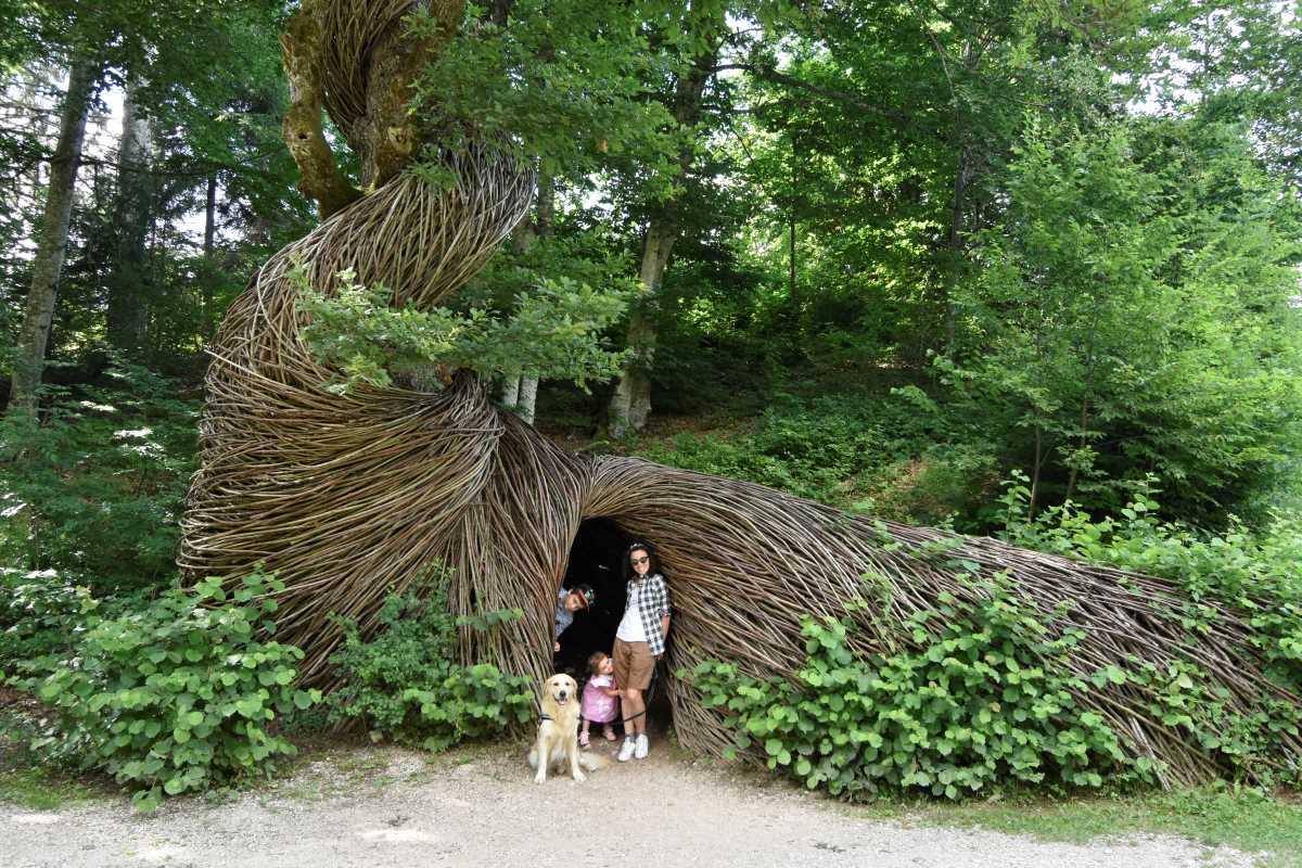 mamma con figli e cane ad arte sella