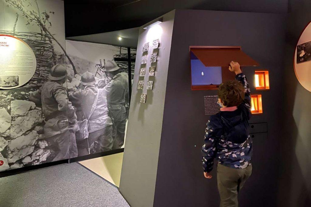 bambino al museo